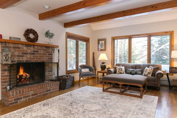 3BR Retreat * Quiet Rd Between Village & Ski Area