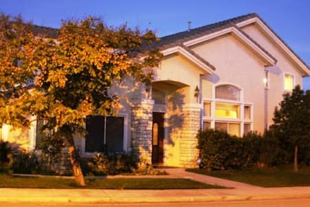 Upstairs Loft with curtain for 100% privacy! - Hacienda Heights - House