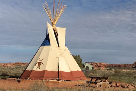Needles Outpost Campground Tipi - Tipi