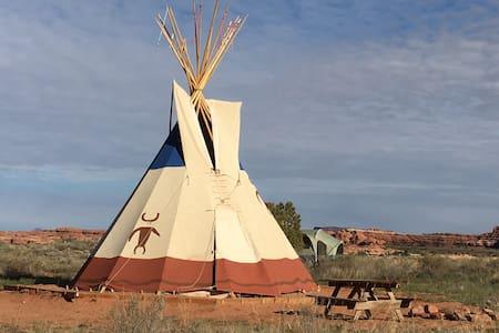 Needles Outpost Campground Tipi - Ινδιάνικη σκηνή