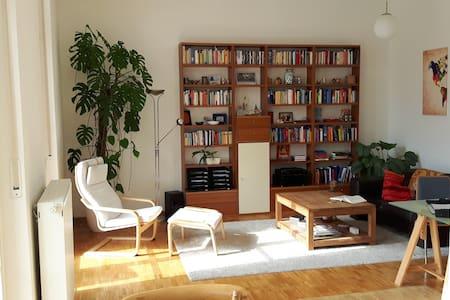 Traumhafte Wohnung,Balkon, hauseigene Parkanlage - Fürth - Huoneisto