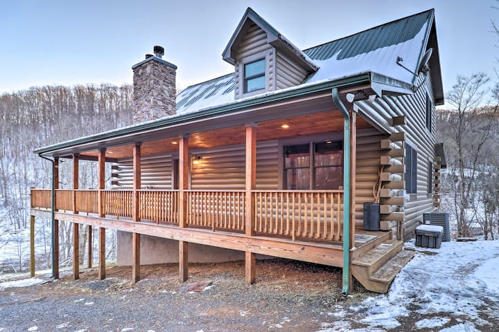 NEW! Spacious Newland Cabin w/ Pool Table & Grill!