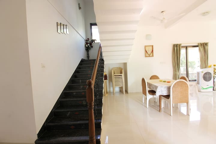 Nivriti, 4 bhk lavish bungalow with private lawan