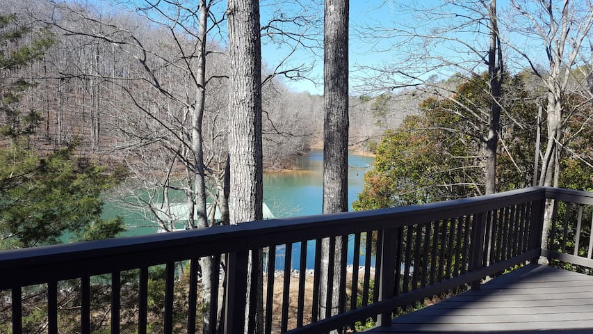 Keowee waterfront home- close to town of Seneca - Seneca - House