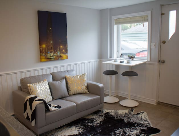 Modern & bright in Downtown Dartmouth! - Dartmouth - Apartamento