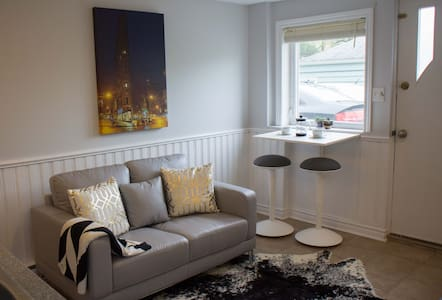 Modern & bright in Downtown Dartmouth! - Flat
