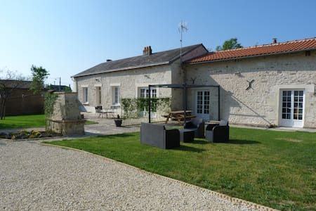 Gîte 6/8 pers - 3ch - piscine - jacuzzi