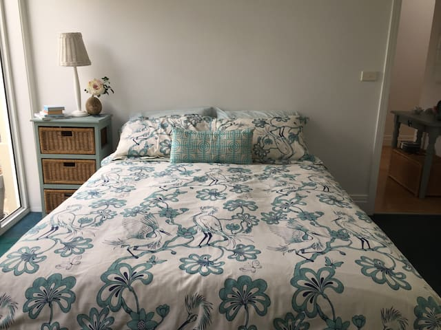 Private bedroom, 5 minutes walk to beach