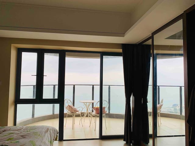 宿最猫巽寮湾高层无遮挡浴缸看海大阳台圆形度假公寓可提供早餐可布置房间