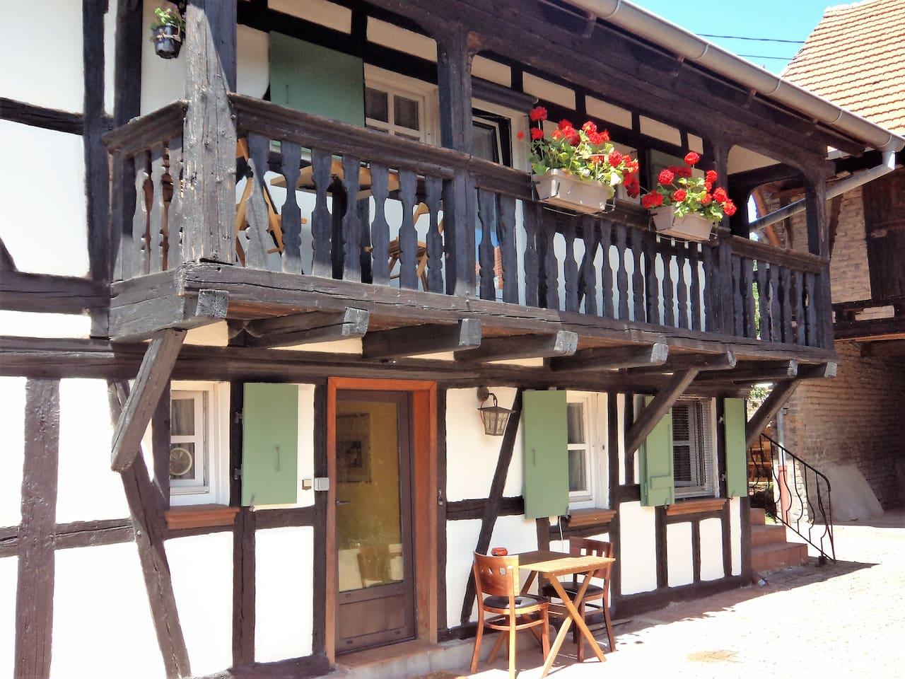 notre maison alsacienne à colombages avec balcon