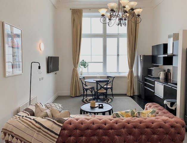 Stylish Studio in the City-ultra convenient & cozy