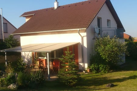 House with a garden pool near Prague airport for 8 - Velké Přílepy - 단독주택