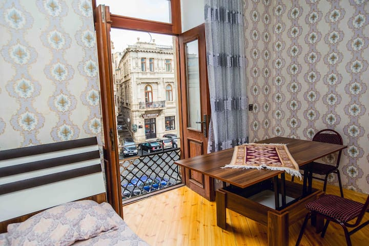 Apartment in the old city 'Icharishahar'
