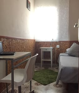 Single room near the metro - Cornellà de Llobregat