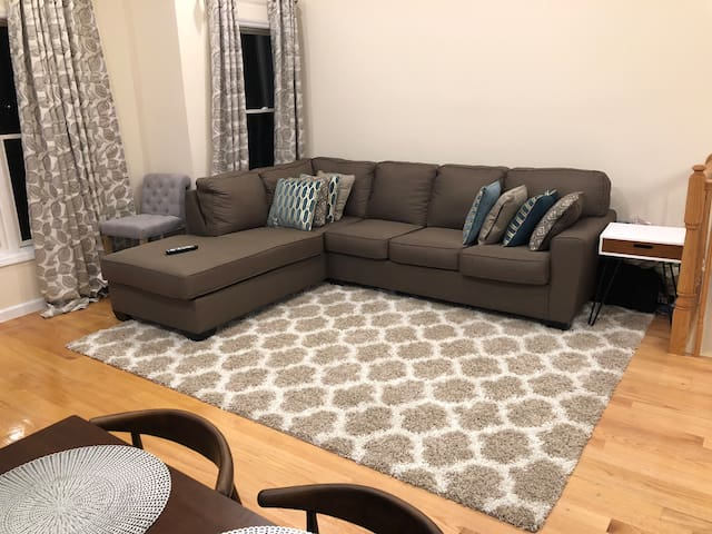 5 Bed 3 Bath Condo w/ parking. 20 mins to NYC