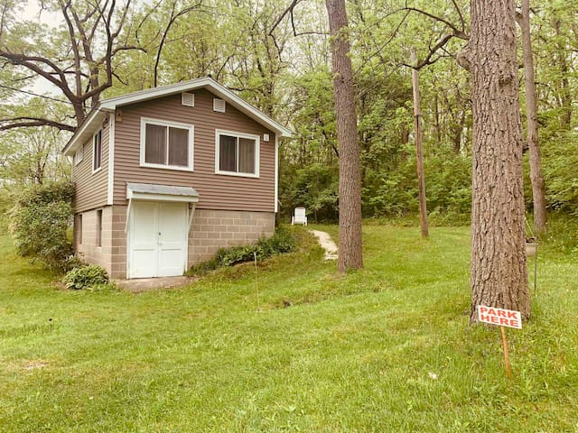 Kamp Kontent - The Hillside Cottage