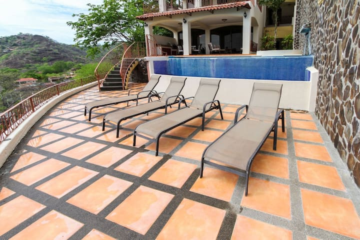 Private infinity pool overlooking the Gulf of Papagayo