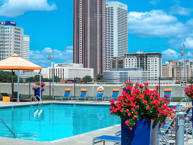 Rooftop Pool Condo, Downtown Atlanta, Free Parking