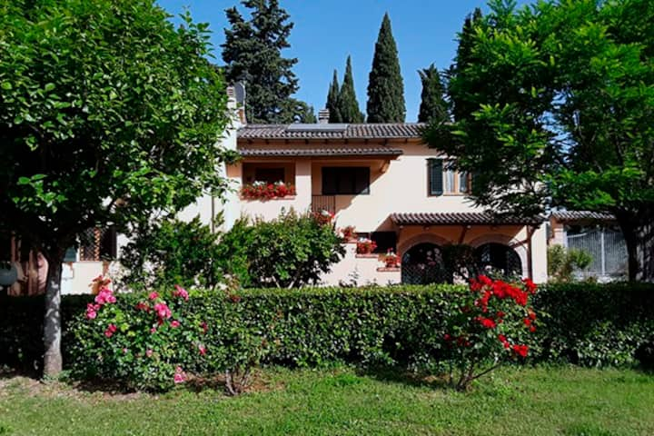 Villa with land and view on Assisi