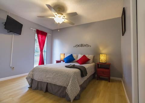 Bedroom Near Attractions & Airport