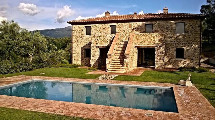 Beautiful Villa in Val d'Orcia, near Montalcino. - Montalcino - Villa