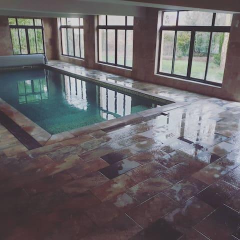 manoir du Jaudy piscine spa intérieurs côte granit