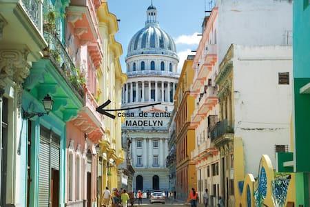 Casa MADELYN Centro Habana - Room Ernest Hemingway - La Habana