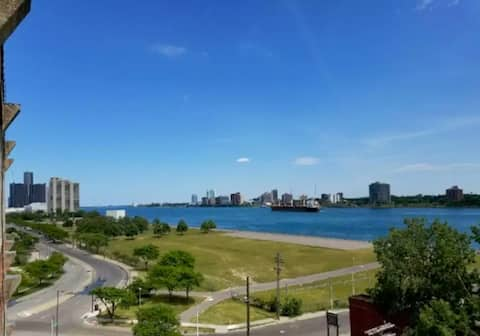 Views of Canada, Downtown Detroit, and the Detroit River all in one shot!