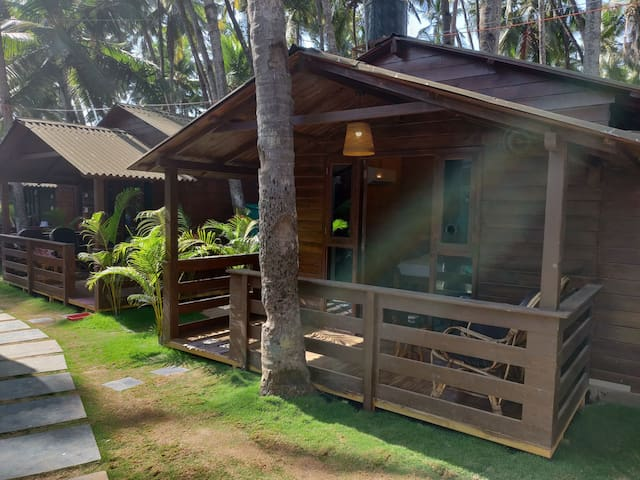 Super Deluxe AC Balcony Cottage in Palolem