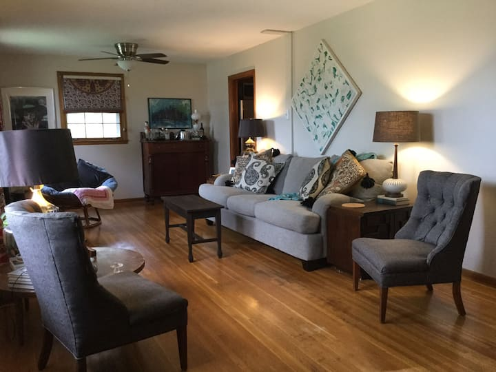 Spacious House Close to Downtown & Airport
