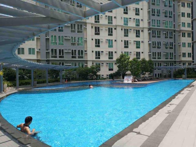 1 BR at San Lorenzo Place Tower 3 Makati +NETFLIX