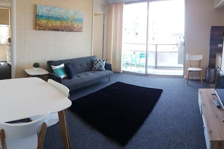 Best location City - Balcony,  Perth Free Parking - Perth