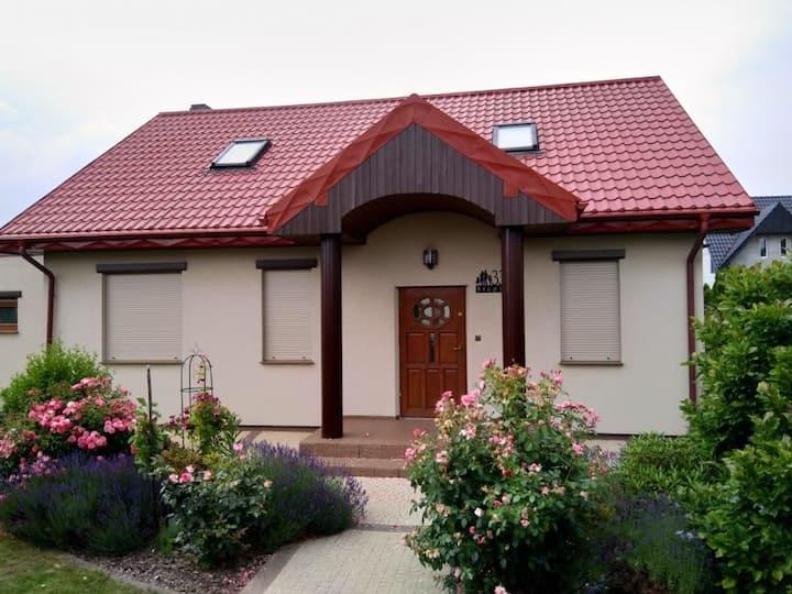 Dom z ogrodem, 20 km od centrum Wrocławia, 6 osób