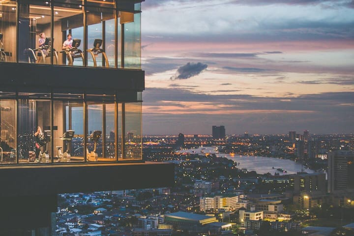 ⑨湄南河边,sky pool天空泳池,绝美曼谷夜景,网红拍照胜地,廊曼机场/大皇宫十几分钟可达。