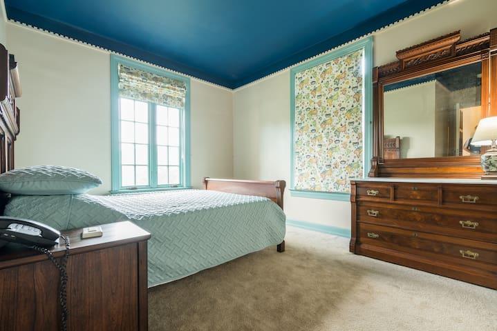 Bedroom 2 (double bed)