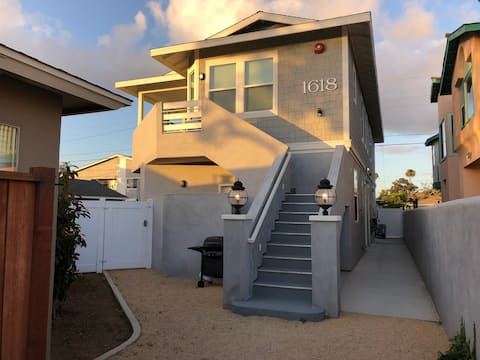 NEW CLEAN apartment! Walking distance to the beach