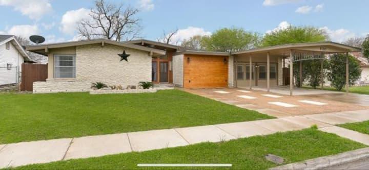 Northeast San Antonio Newly Remodeled Big House