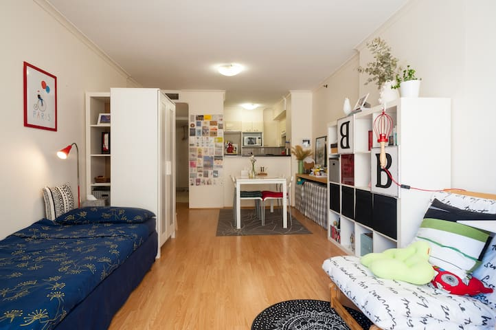 HER ROOM for single girls on the road - Sydney - Apartament