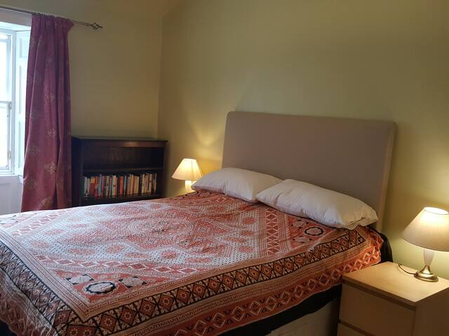 Delightfully traditional room in the town centre