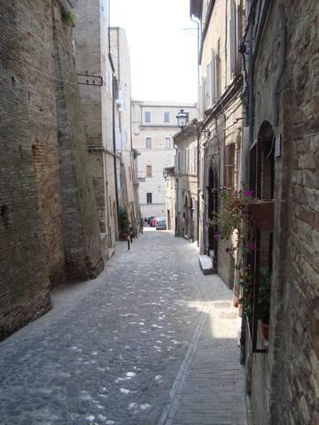 Appartamento 3 camere in centro storico a Fermo - Fermo - Byt