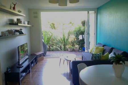 2 Bed Apt, Short walk to the beach! - Huoneisto