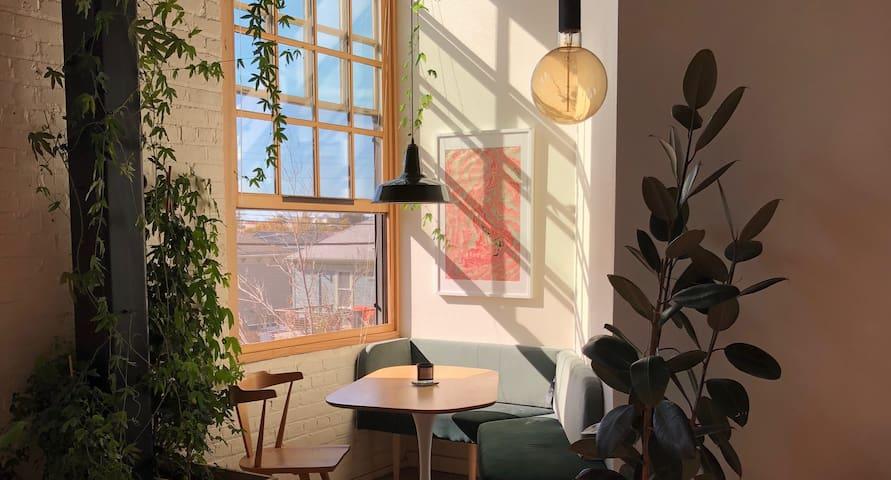Light-filled Modern Designers' Loft