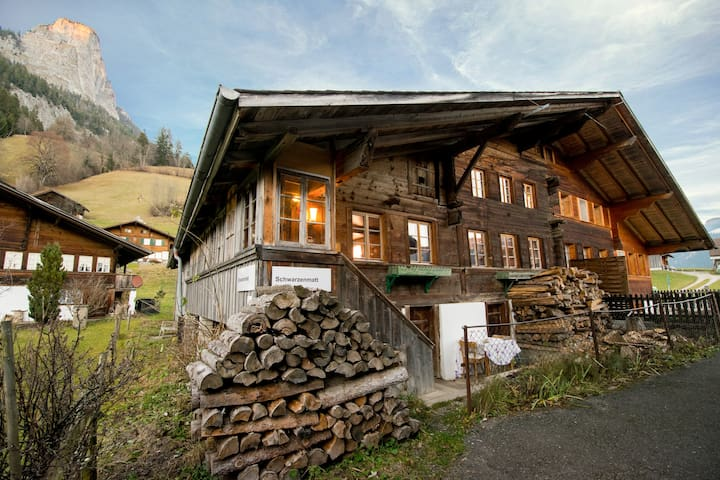 400 Year Chalet, Interlaken/Gstaad - Boltigen - House