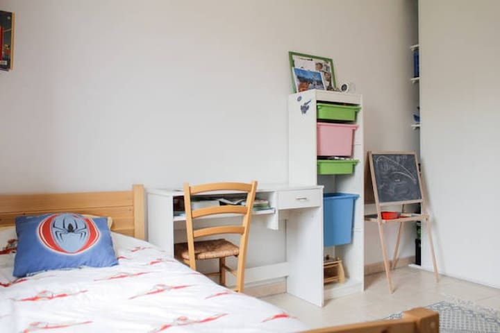 Single room in an appartment with shared bathroom - Marseille - Byt