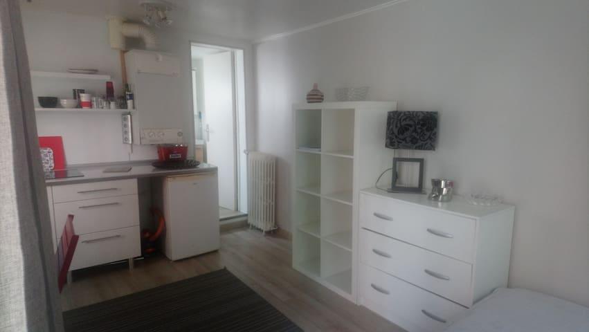 Charmant studio meublé 3 mn RER A Rueil-Malamaison
