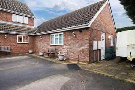 Lovely 2 Bedroom House (Annexe) - Aylesbury