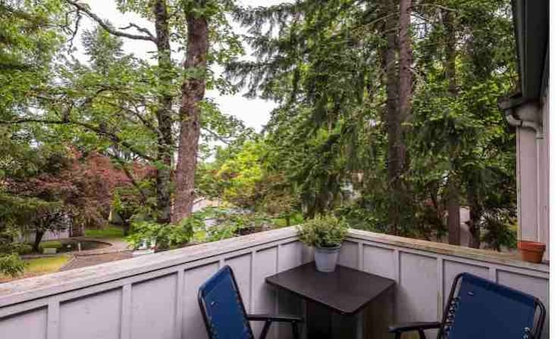 Secluded condo perfect for relaxing getaway+forest