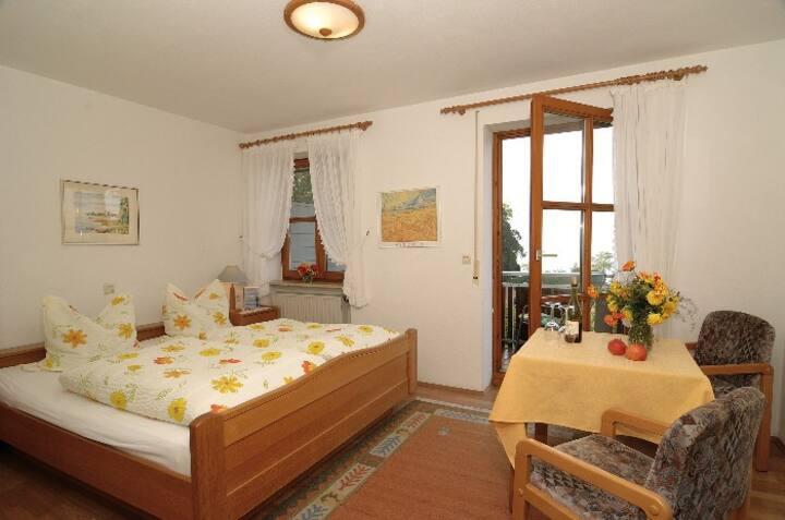 Baumanns Ferienhof am See, (Wasserburg (Bodensee)), Doppelzimmer mit Balkon und Seesicht