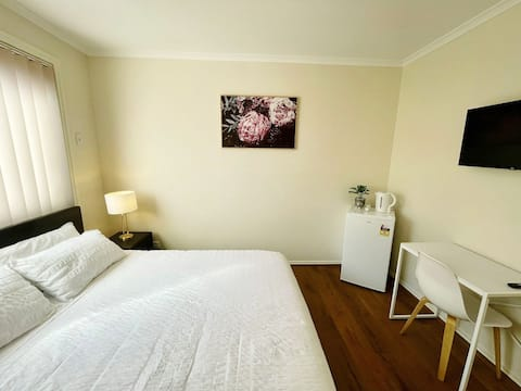 Quiet and Comfy Room in Peaceful Neighborhood
