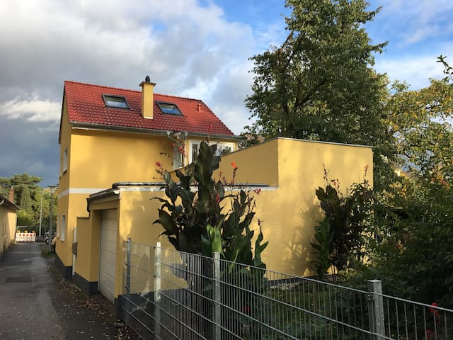 Own bath and close to UNO, DAAD and ministries - Bonn - Ev
